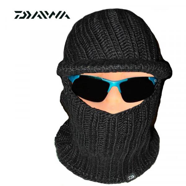 На фото Шапка-маска Daiwa DC-9202W black
