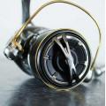 На фото Катушка Shimano 15 Twin Power 2500S